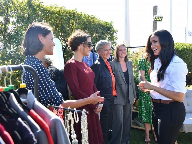 Meghan Markle presenta la sua capsule collection di abbigliamento femminile per lavoro