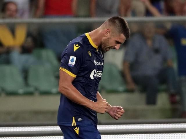 Hellas, Veloso rinnova per un'altra stagione. Kumbulla e Juric squalificati un turno