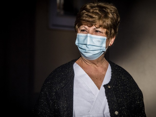 """La virologa Capobianchi: """"Basta dubbi il vaccino è stato approvato e non abbiamo altre armi"""""""
