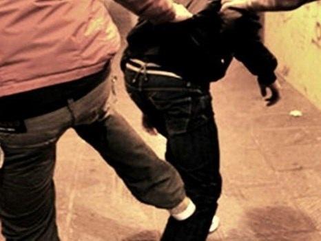Minore accoltellato a Catania durante una spedizione punitiva, 19enne arrestato
