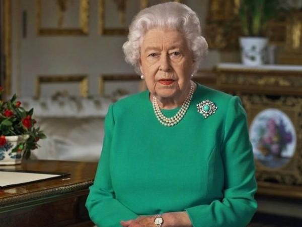 """Panico per Harry e Meghan: """"La regina Elisabetta pronta a cambiare gli accordi della Megxit"""""""