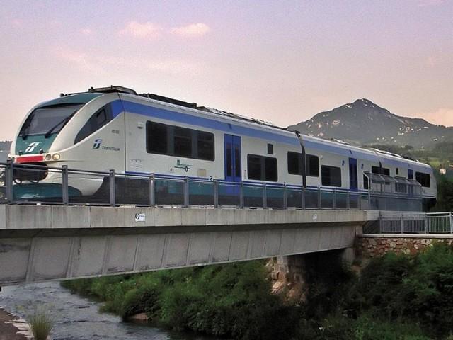 Lo studio dell'Università: ferrovia della Valsugana con treni elettrici, senza linea