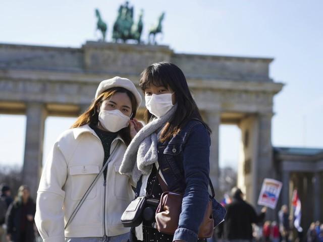 Coronavirus, nuovo record Germania: 15mila contagi. 25mila in Gran Bretagna: riaperto uno dei 6 ospedali temporanei. Spagna, 20mila casi