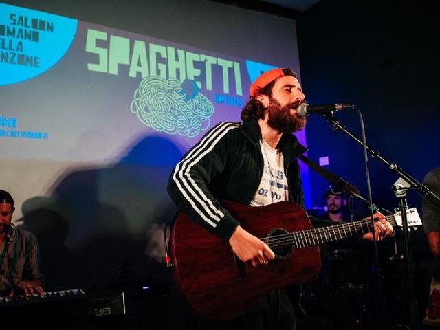 Gli ultimi cinque anni di musica italiana, raccontati dai ragazzi di 'Spaghetti unplugged'