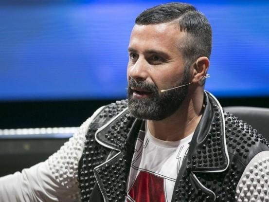 Amici 17, Luca Tommassini ammette: «Io e Maria ne stiamo parlando». X Factor è come un figlio, ma è ora di lasciarlo andare.