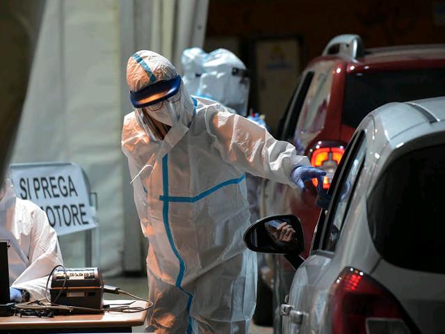 Covid, il Trentino rimane zona gialla: ora cala l'indice di riproduzione dei contagi ma restano molti i ricoveri Fugatti: l'emergenza continua, massima attenzione