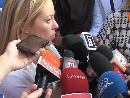 """Giorgia Meloni smonta Luigi Di Maio: """"Ministro degli Esteri imbarazzante su Orban, regaliamogli una cartina"""""""