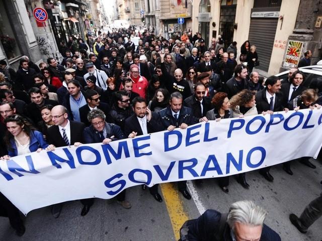 Sicilia, i grillini dopo l'elezione comprano Suv e Mercedes