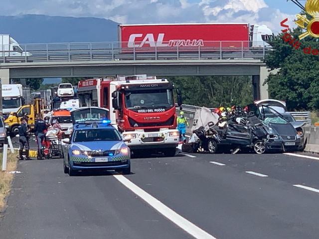 Incidente sulla A1 nell'Aretino: 4 morti, di cui 2 bambini, e 7 feriti