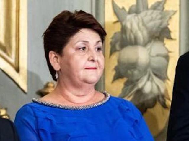 Teresa Bellanova, l'outfit scelto dal ministro fa discutere. Parla Enzo Miccio