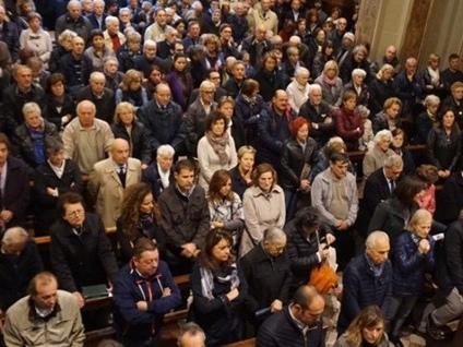 Folla per l'ultimo saluto a Ravelli «Grazie all'uomo e al medico»