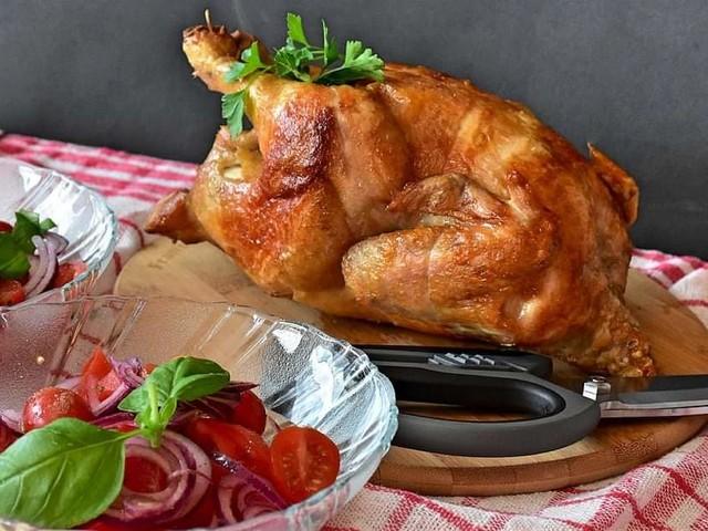 Come fare il pollo intero arrosto in friggitrice ad aria