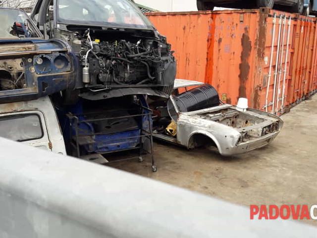 Montegrotto Terme: deposito abusivo di rottami di auto scoperto grazie a Google Earth