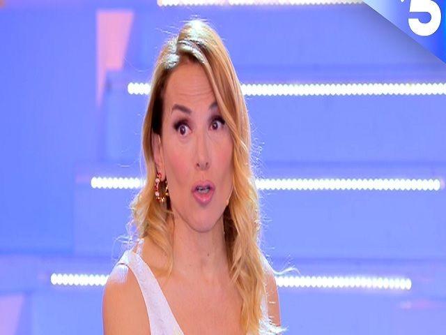 Barbara d'Urso, è gaffe a Domenica Live (con tanto di pernacchia): cos'è successo