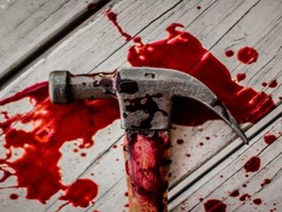 La furia di un nordafricano a Fermo: prende a martellate la moglie poi tenta di accoltellarla