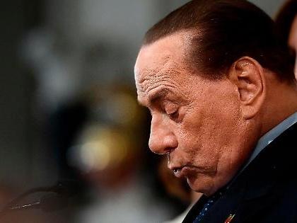 """Silvio Berlusconi abbandonato da sette big di Forza Italia: """"Ce ne andiamo con Giovanni Toti"""""""