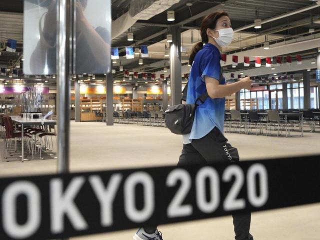 """Tokyo 2020, 3 positivi al Covid nella bolla del villaggio olimpico: 55 in totale. Capo Team Italia: """"Tutti isterismi, non si torna indietro"""""""