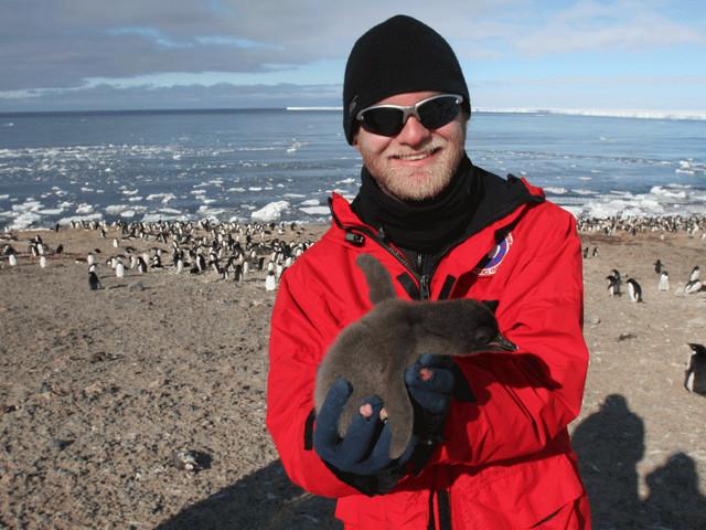 Noah Strycker, il più bravo birdwatcher del mondo. In un anno ha osservato la metà delle specie in natura