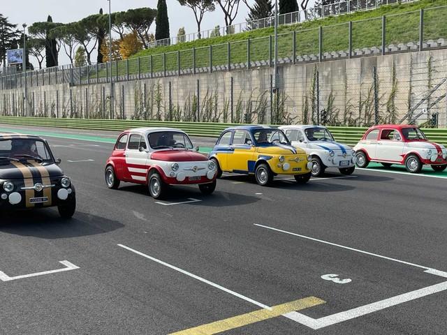 La 500 Abarth ha 60 anni? Rinasce elettrica con Hertz e Garage Italia