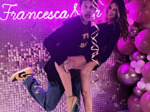 Valentino Rossi, festa di compleanno per i 28 anni di Francesca Sofia Novello incinta: foto