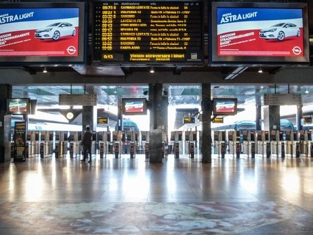 Coronavirus, Milano città fantasma: treni semivuoti. Ruby Ter rinviato, troppa gente in aula