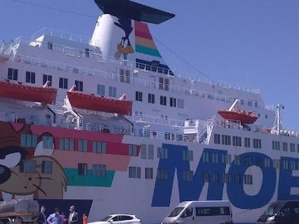 """Focolaio di migranti nel porto """"Hanno portato la zona rossa"""""""