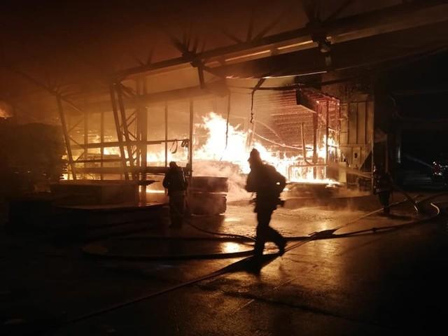 In fiamme segheria a Burgusio
