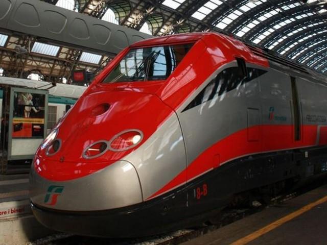"""Coronavirus, passeggeri bloccati su due treni: """"A bordo viaggiatori con sintomi sospetti"""""""