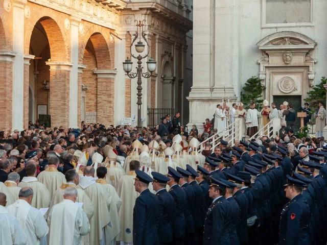 Aperta la Porta Santa a Loreto: si apre il Giubileo Lauretano