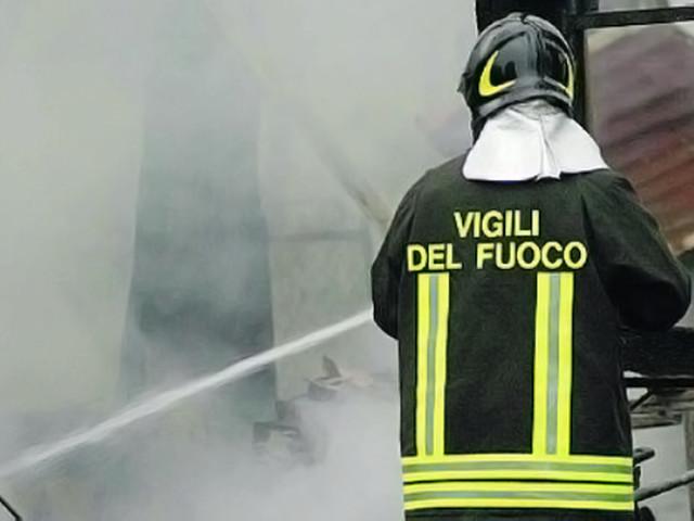 Auto in fiamme, paura sull'A1 vicino Roma
