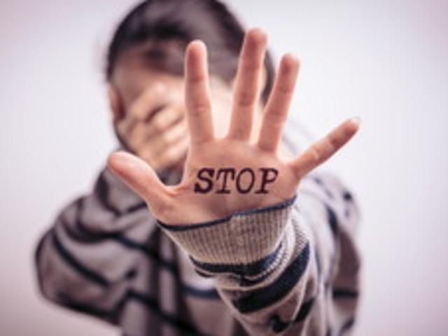 Basta violenza: ecco dieci NO a cui dare sempre la massima importanza