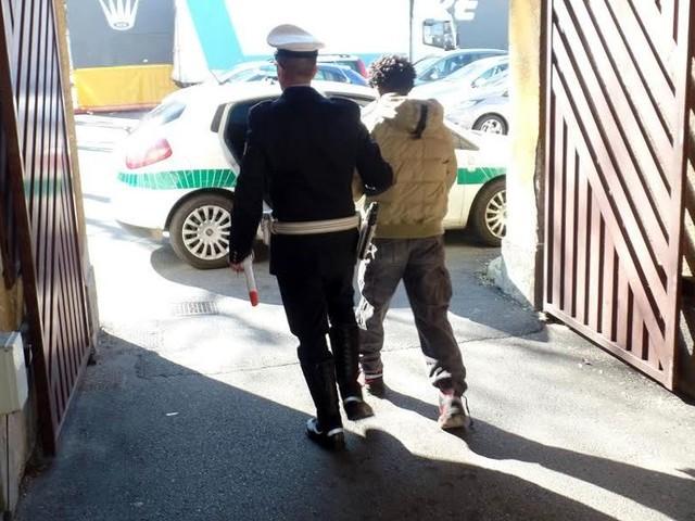 Marocchino clandestino stupra una giovane donna a Genova
