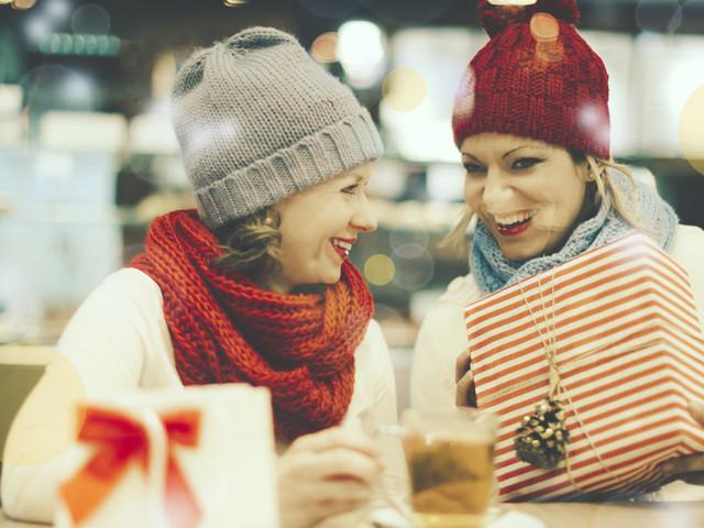 10 idee regalo Natale per un'amica speciale. Le offerte di Amazon