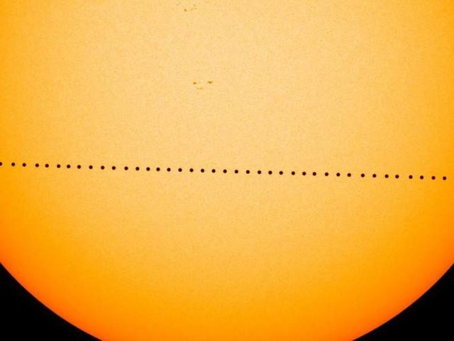 Oggi il transito di Mercurio, tutto quello che c'è da sapere: come e quando vedere il fenomeno, anche in diretta streaming