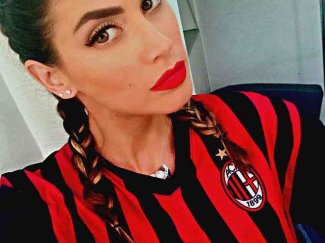 """Calcio - VIDEO / Melissa Satta in visita al Milan Femminile: """"Ho cambiato lavoro, in che ruolo mi fate…"""" (mastone)"""