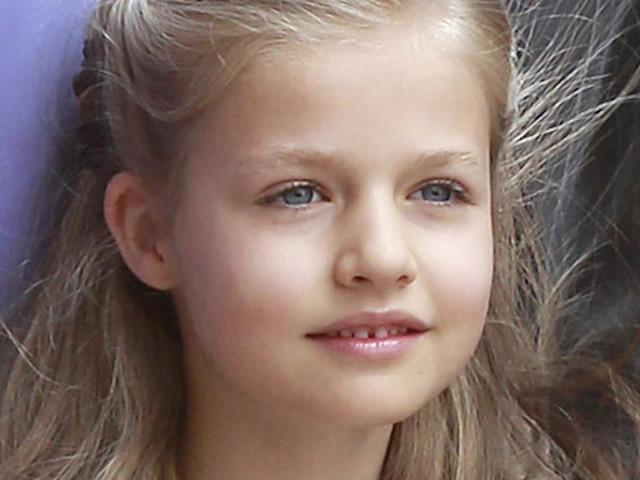 Leonor di Spagna è cresciuta: il debutto da principessa. La figlia di Felipe e Letizia Ortiz ruba la scena