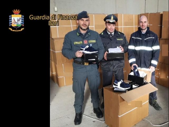 Bari: sequestrate 6930 paia di scarpe. Accusa: false New Balance Monteparano: sequestrata struttura sociosanitaria per anziani. Accusa: abusiva