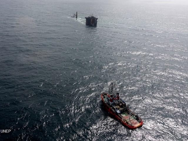 Petrolio, acido, plastica: il mare di Sri Lanka dopo il disastro della X-Press Pearl