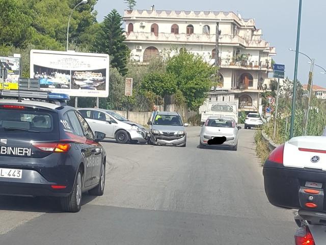 Incidente sulla Circonvallazione di Monreale, scontro tra due auto