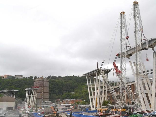 Contatti con la camorra, arrestati i vertici di una impresa impegnata nei lavori del Ponte Morandi