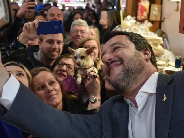 """Salvini, i suoi follower lo criticano sul Tav. """"Non ce ne frega niente, serve altro. Se fai cadere il governo non ti voto più"""""""