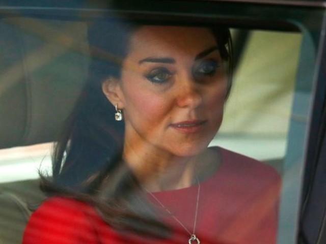 """Kate Middleton, il gesto che fa infuriare tutti: """"Non può farlo, è una privilegiata!"""""""