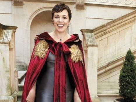 "Olivia Colman in The Crown, Regine si diventa: ""Camminavo come un contadino, ho dovuto imparare"""