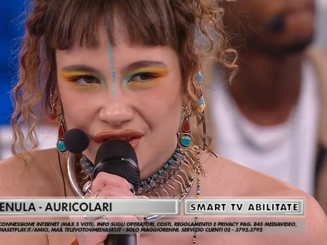Enula, Auricolari è l'inedito della cantante di Amici 20 (Testo e Video)