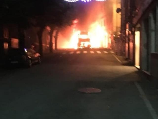 Bellegra, bus Cotral in fiamme