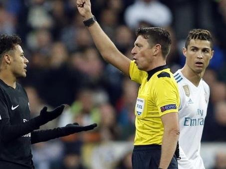 Psg, la frecciata di Emery: «Vorrei un arbitro casalingo anche a Parigi»