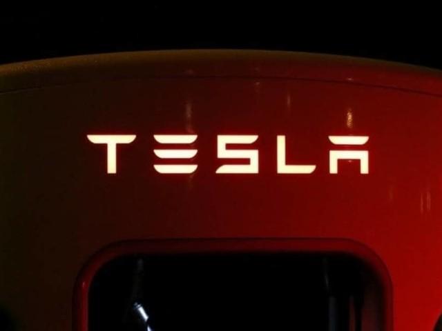 Tesla - Musk chiude il primo bilancio annuale in utile