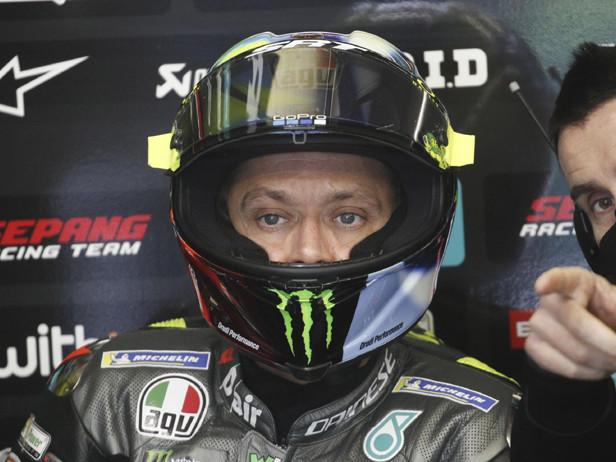 """Valentino Rossi dopo l'incidente di Depasquier: """"O torni a casa o fai il tuo lavoro"""""""