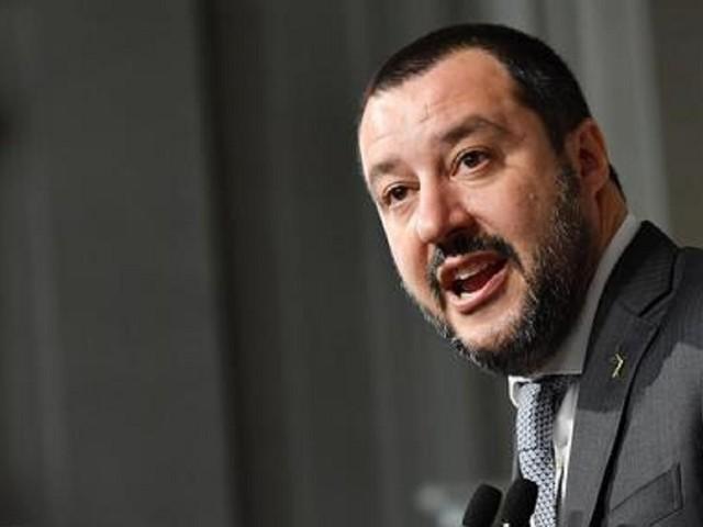 """Open Arms: """"Miserabile è chi utilizza 107 esseri umani per propaganda"""". Salvini: """"Mi fate pena"""""""