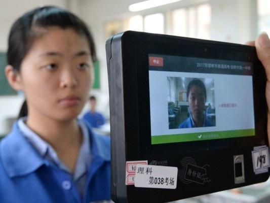 Trumpmette albandoil riconoscimento facciale cinese